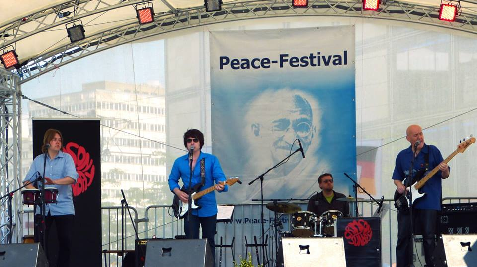 Crimson Sunday beim Friedensfestival